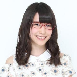 赤いメガネがトレードマークな加藤里保菜さんは、T-ZONEという事務所に所属しているタレントですね(o^^o)